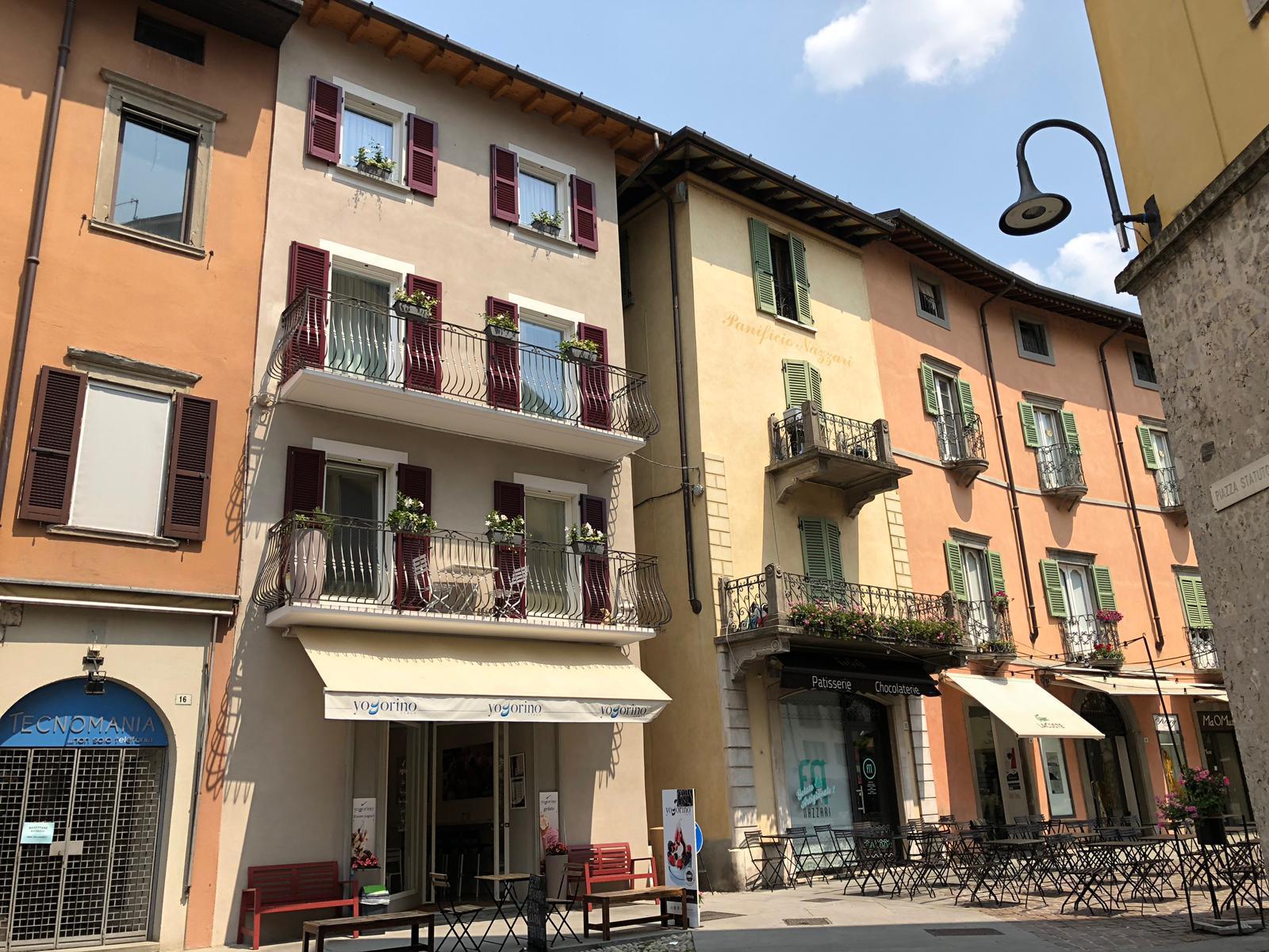 La nostra struttura è dotata anche di appartamenti con balcone e/o con vista sul centro storico