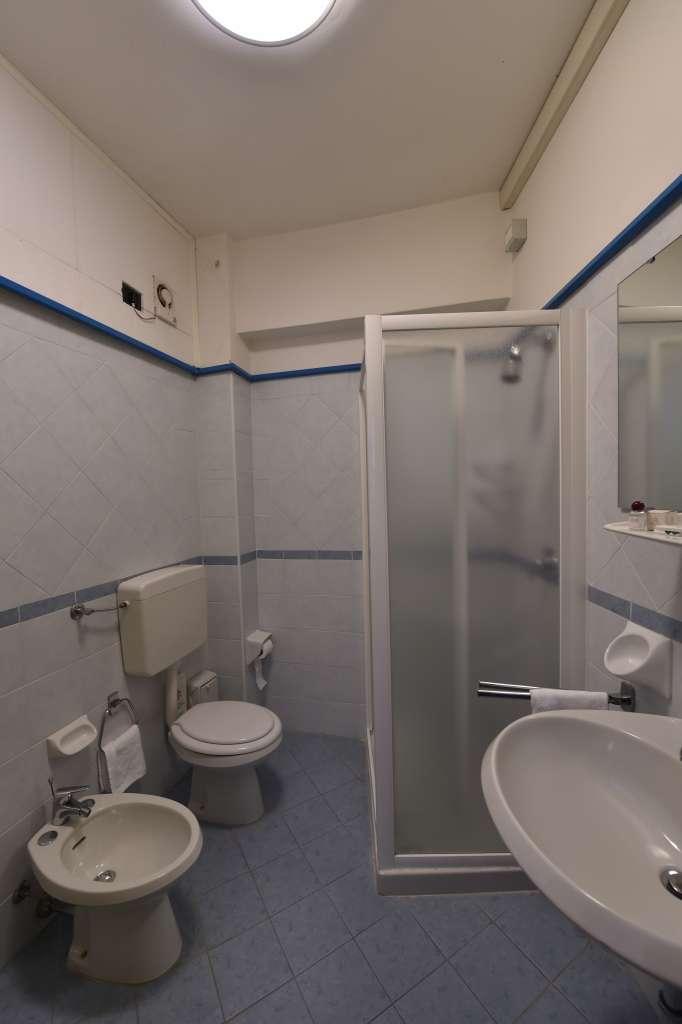 bagno camera singola con bidet