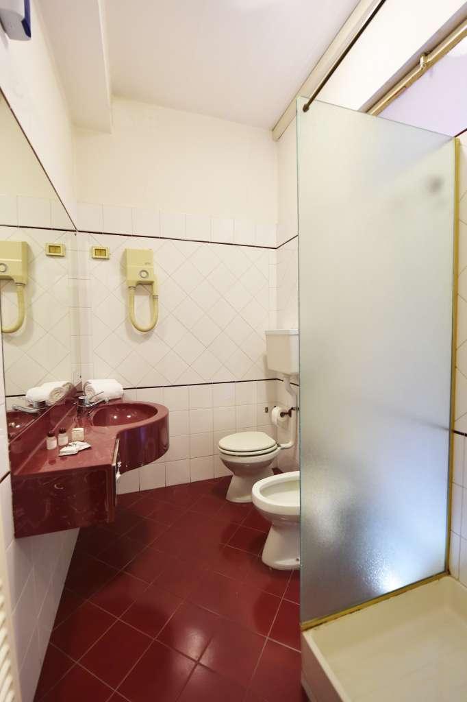 bathroom of the double room with balcony
