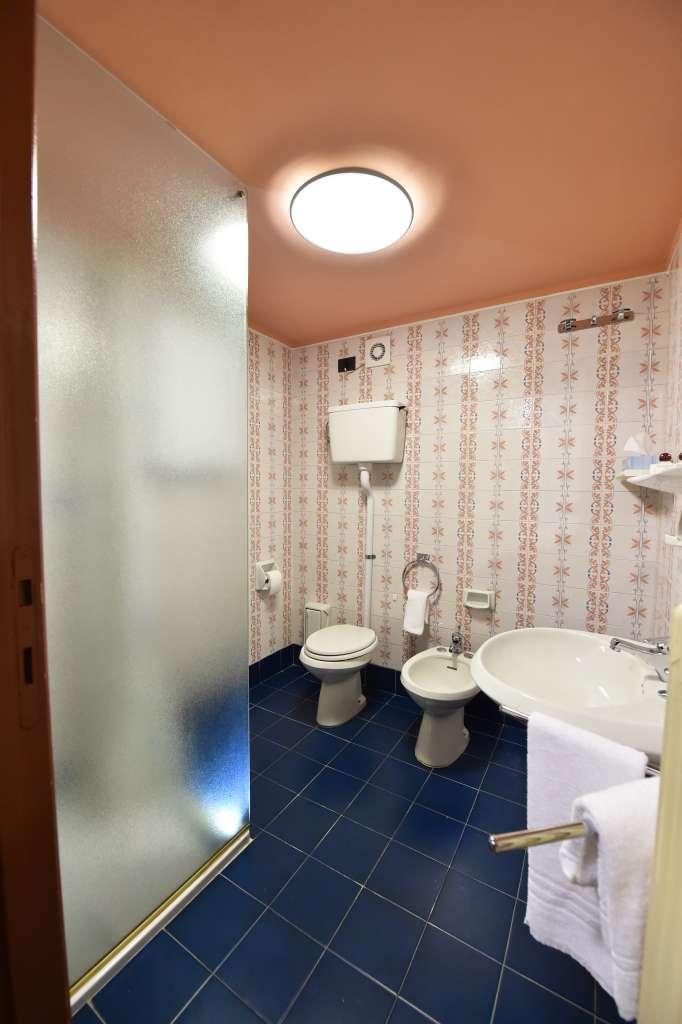 bathroom triple quadruple